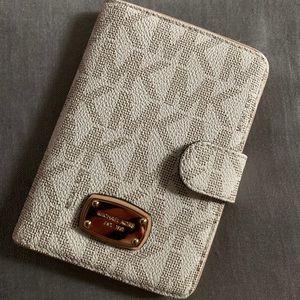 Michel Kors Passport Wallet